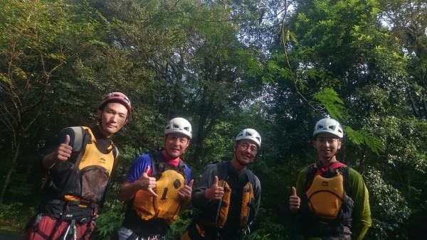 本日の沢登りチームです!